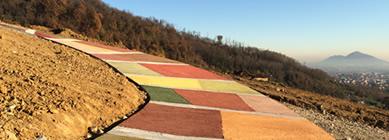 Vallimix nei colori della natura per la pavimentazione della strada di un vigneto